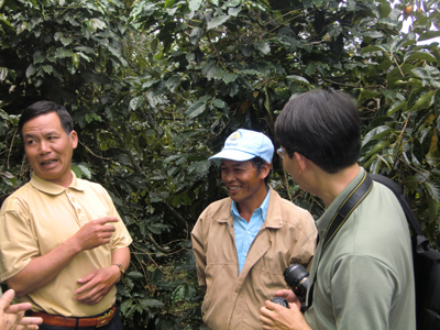 Meet the community members: Farmers engaged in the Vietnam's Payment for Forest Environmental Services scheme relate their experiences to the ASB Partnership team .